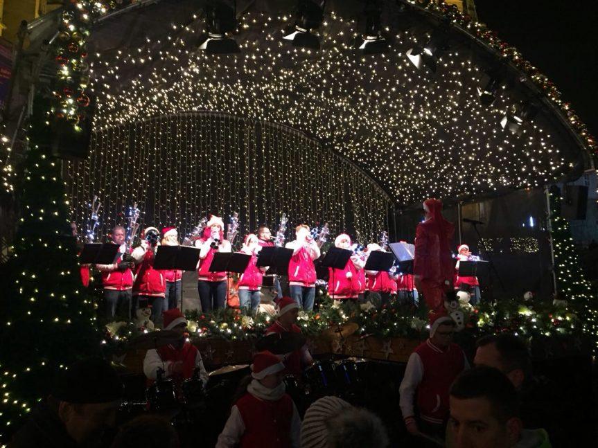 Domplatz Erfurt Weihnachtskonzert 2017 4 863x647 - Weihnachtsmarkt Erfurt Christmas Open Air 2018